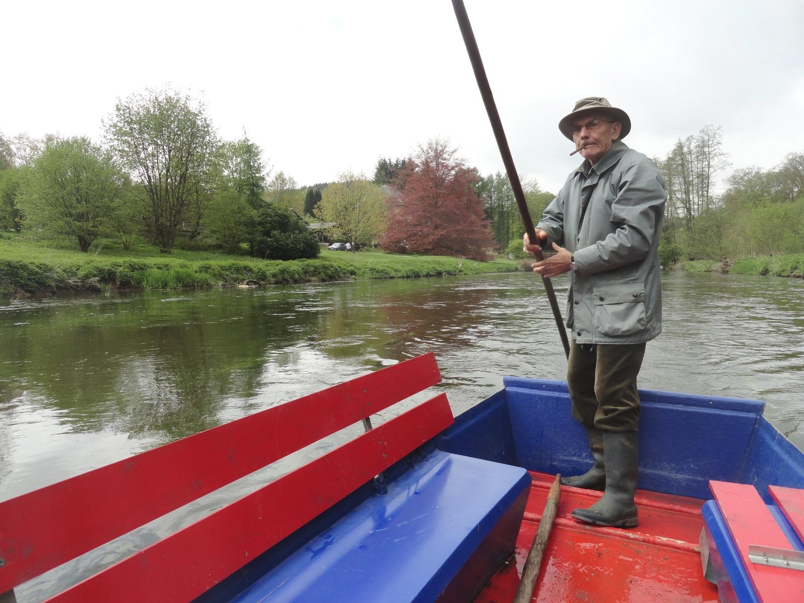 Chiny gite Embarcadere 56 Ignace Derulle barque Passeurs Réunis Semois